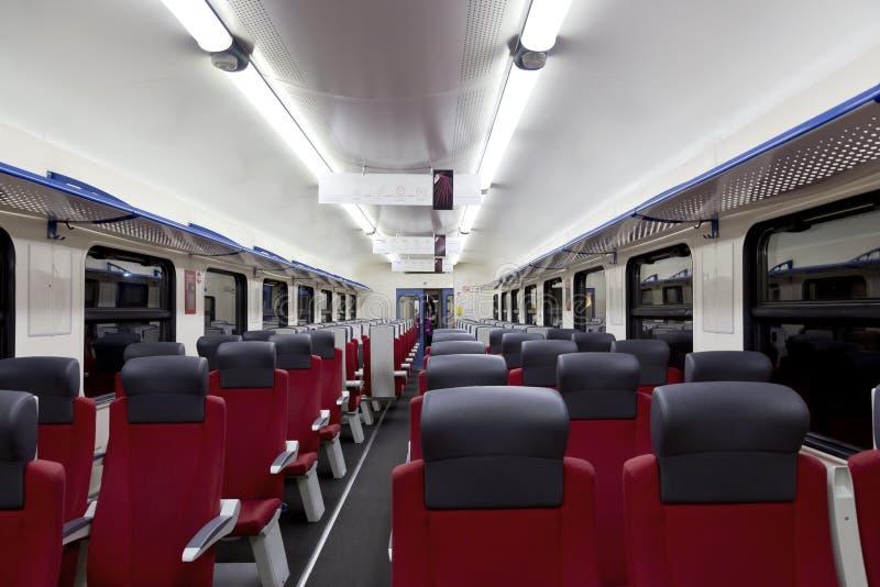 Une vue intérieure d'un train à grande vitesse moderne images stock