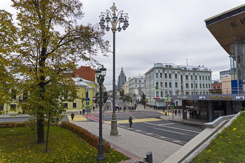 Une vue le long de Malaya Dmitrovka Street Moscou, Russie image libre de droits