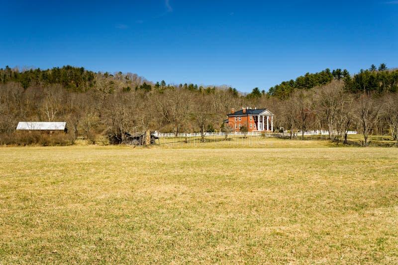 Une vue panoramique de chambre d'hôte cachée de vallée photographie stock libre de droits