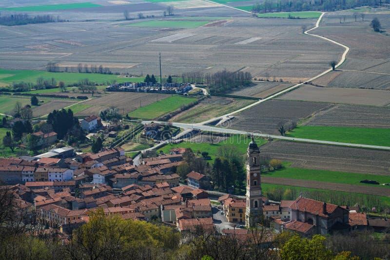 Une vue pittoresque de la ville de Caravino photo stock