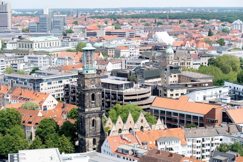 Une vue plus étroite sur l'extérieur de construction de la tour du nouveau hall civil à Hanovre Allemagne images libres de droits