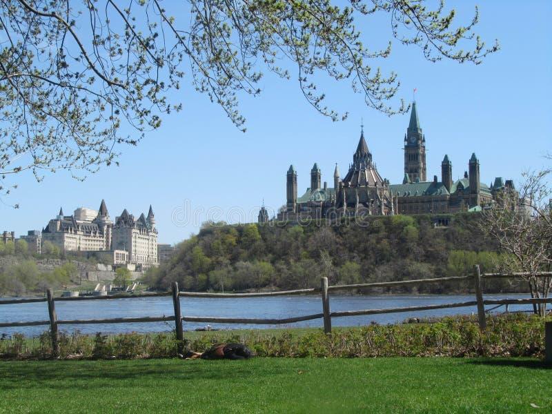 Une vue scénique de colline du parlement à Ottawa du côté du Québec photo stock