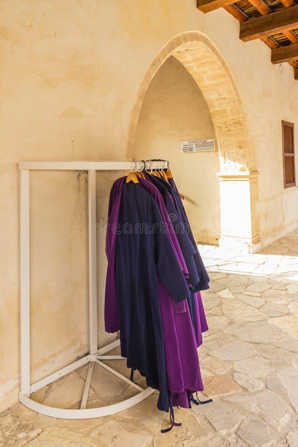 Une vue typique dans le village traditionnel Omodos en Chypre image stock