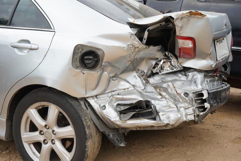 Unfall, Der Das Fahren Ablenkt Stockfoto - Bild von glas, signal ...