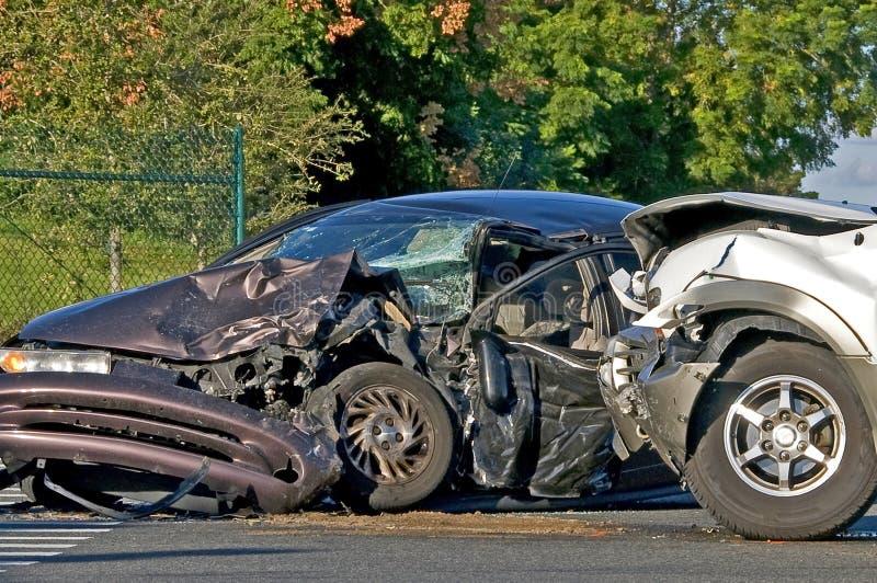 Unfall mit zwei Fahrzeugen lizenzfreie stockbilder