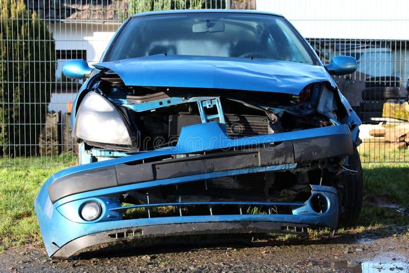 Unfall schädigendes Auto lizenzfreie stockfotos