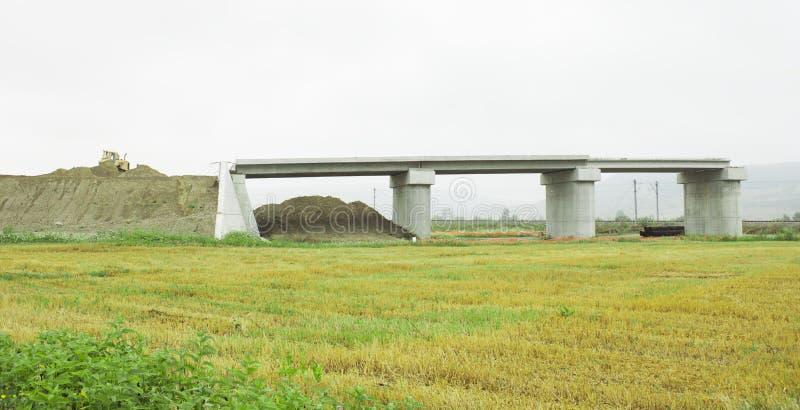 Unfertige Betonbrücke lizenzfreie stockfotografie