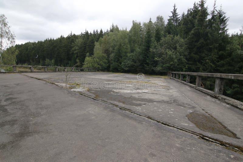 Unfertige Straßenbrücken, Tschechische Republik lizenzfreie stockbilder