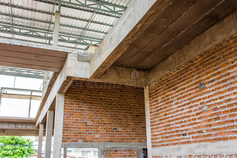 Unfertiger Innenraum des Hauses im Bau an der Baustelle stockfotos