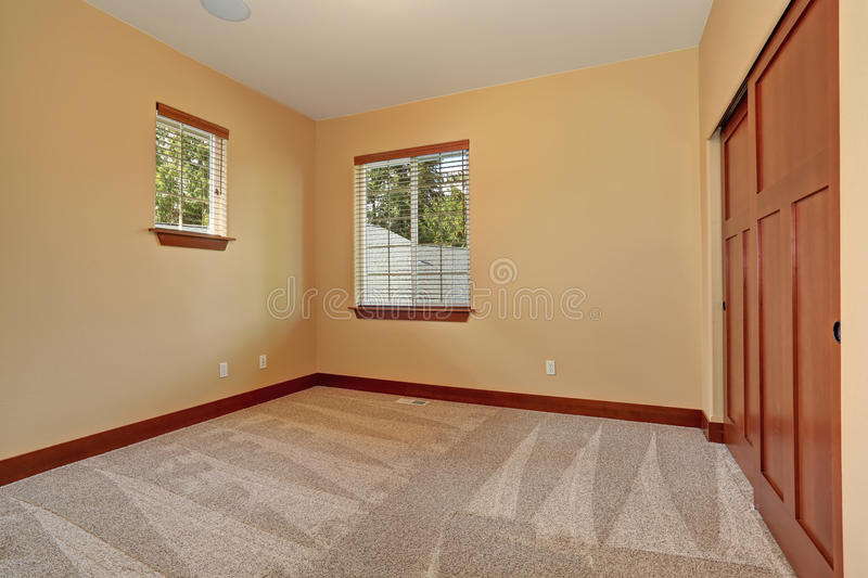 Unfurnished room with beige interior paint stock image - Colores suaves para pintar paredes ...