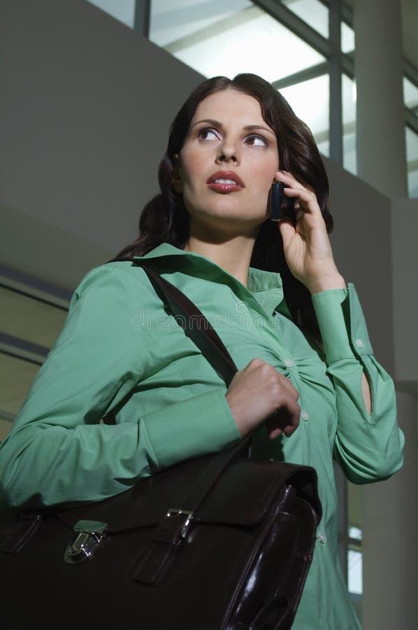 Ung affärskvinna On Call royaltyfri fotografi
