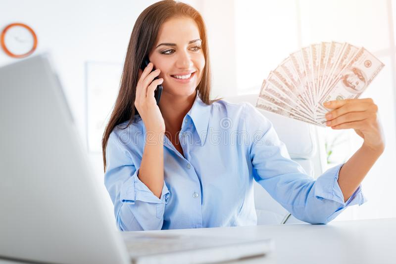 Ung affärskvinna With Dollars royaltyfria foton