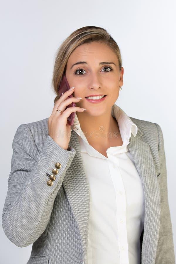 Ung affärskvinna i regeringsställning arkivbild