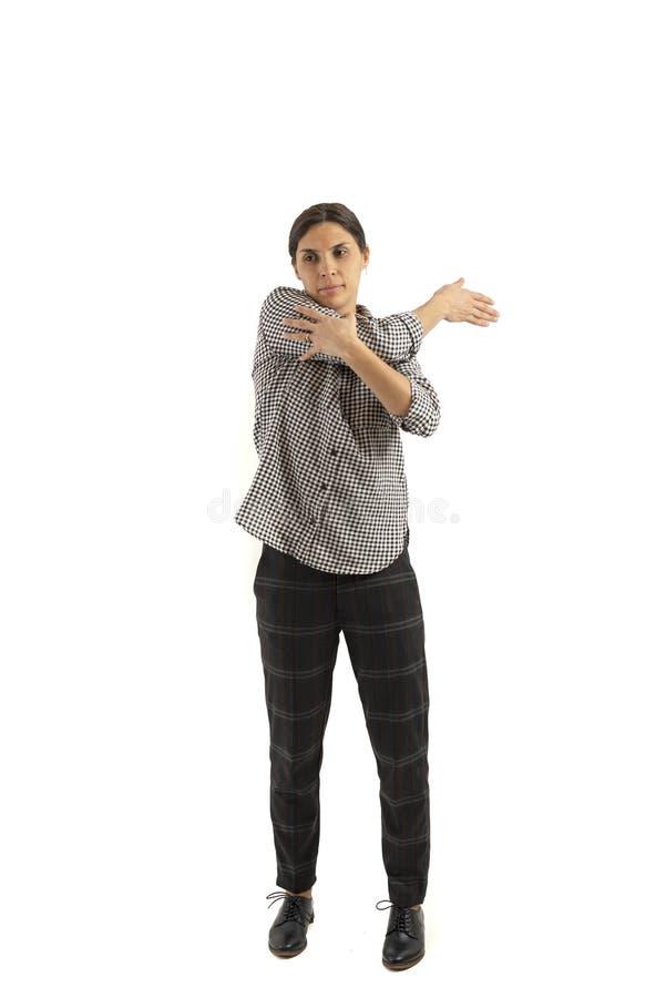 Ung affärskvinna som isoleras på vit bakgrund som gör övningar royaltyfria foton