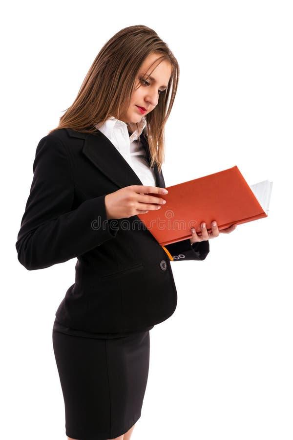 Ung affärskvinna som kontrollerar henne dagordning royaltyfri fotografi