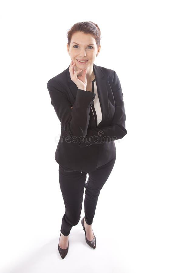 Ung affärskvinna som står och ser upp isolerad arkivbilder