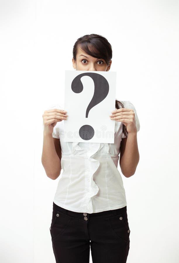 Ung affärskvinna som visar en frågefläck arkivfoto