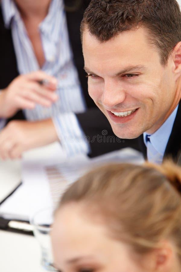 Ung affärsman i möte royaltyfria foton