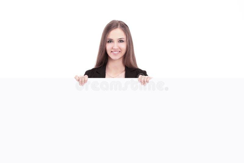 Ung affisch för mellanrum för visning för affärskvinna kvast isolerad white royaltyfri foto