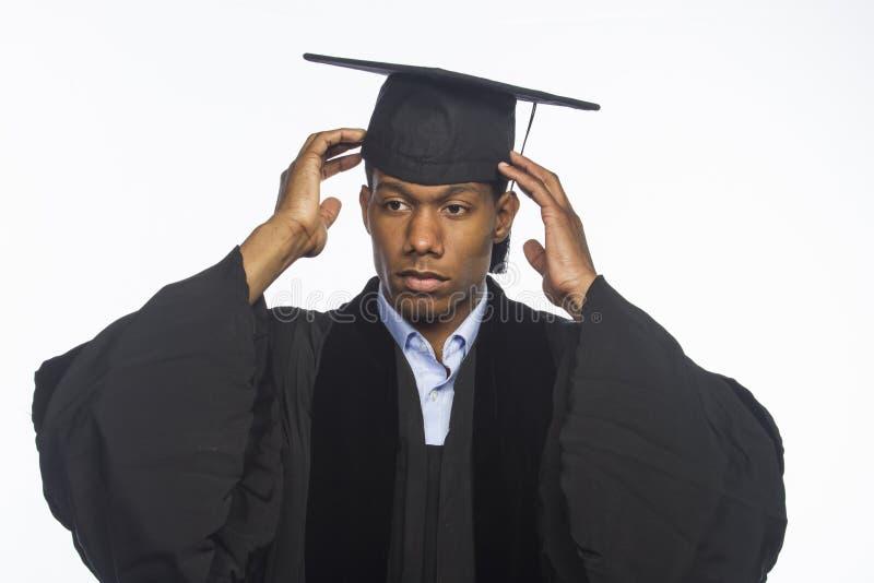 Ung afrikansk amerikanhögskolakandidat som är horisontal fotografering för bildbyråer