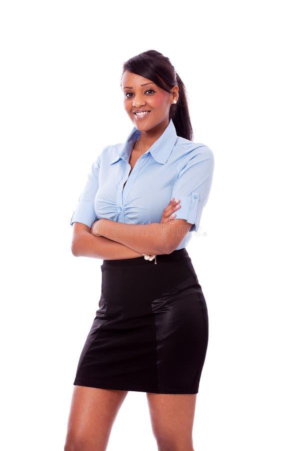 Ung afrikansk kvinna med att le för skjorta och för kjol royaltyfri fotografi