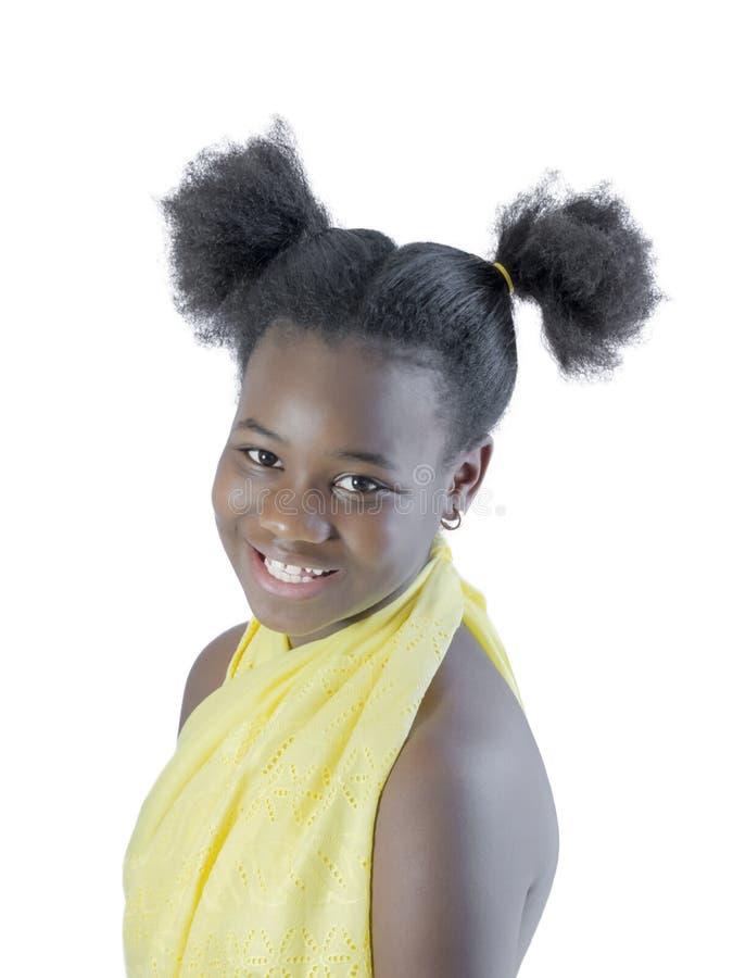 Ung afro- skönhet som bär en broderad höftskynske royaltyfria foton