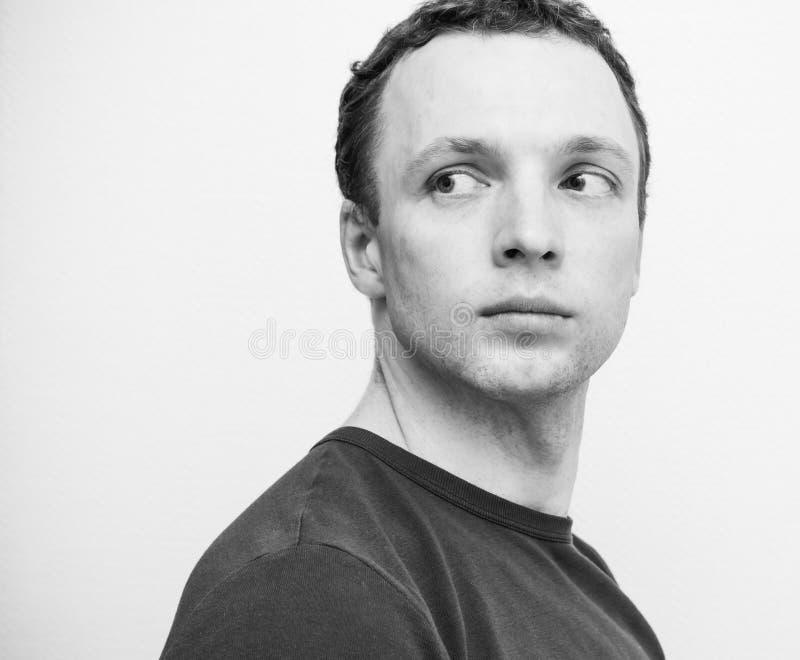 Ung allvarlig Caucasian man, closeupstående fotografering för bildbyråer