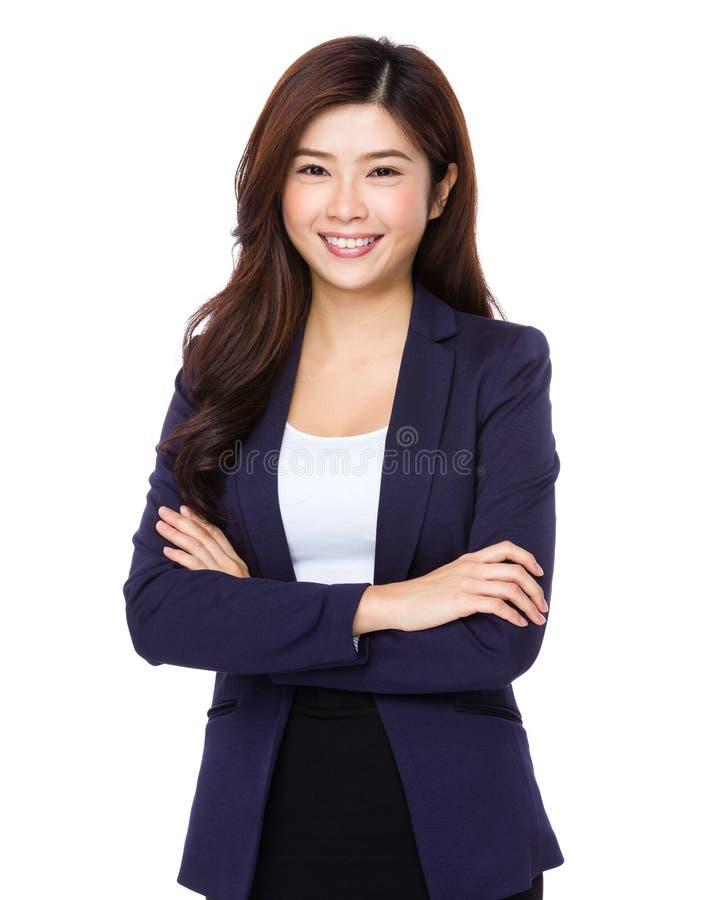 Ung asiatisk affärskvinna på vit bakgrund royaltyfria bilder