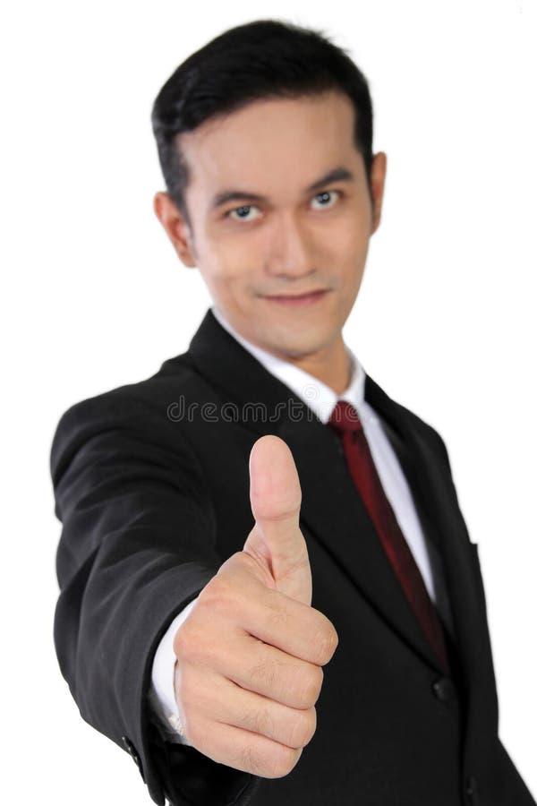Ung asiatisk affärsman som ger upp tummen, isolerat på vit royaltyfria bilder