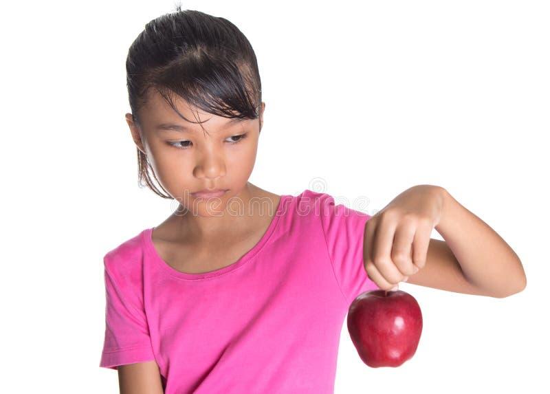 Ung asiatisk malajiska tonåring med en röda Apple II royaltyfri foto