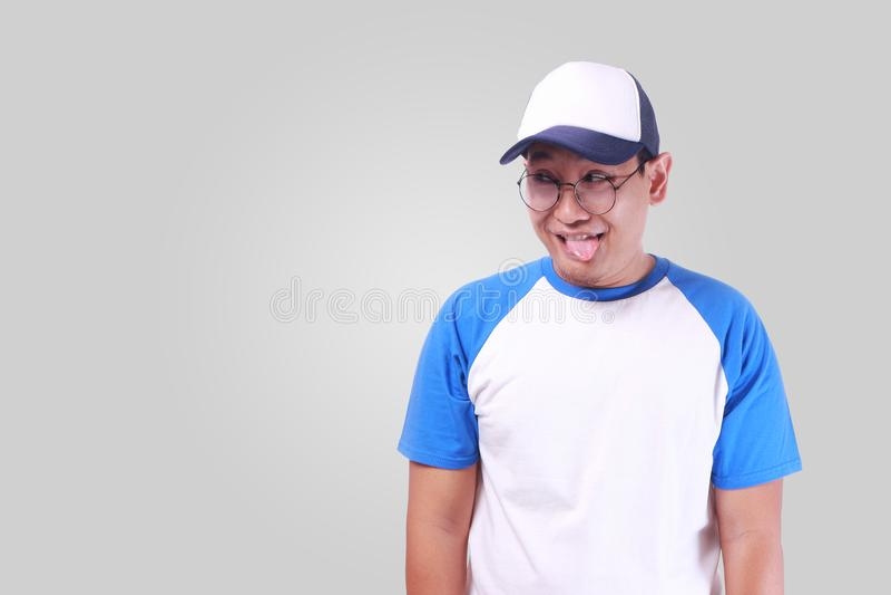 Ung asiatisk man som lyckligt ler royaltyfri bild