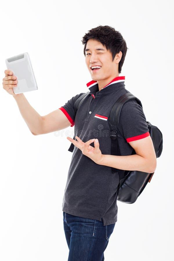 Ung asiatisk student som använder blockPC royaltyfria foton