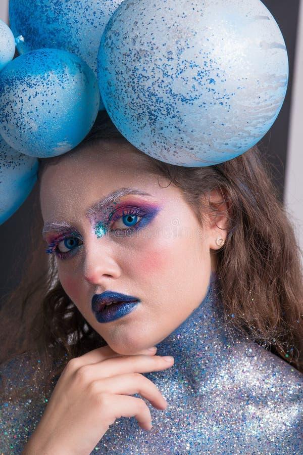 Ung attraktiv flicka i makeup royaltyfri foto