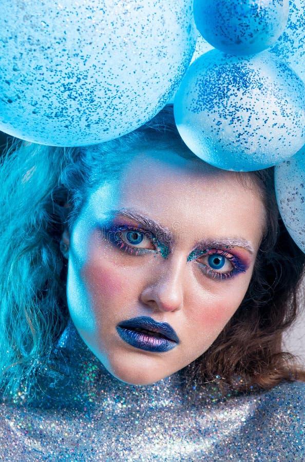 Ung attraktiv flicka i makeup arkivbild