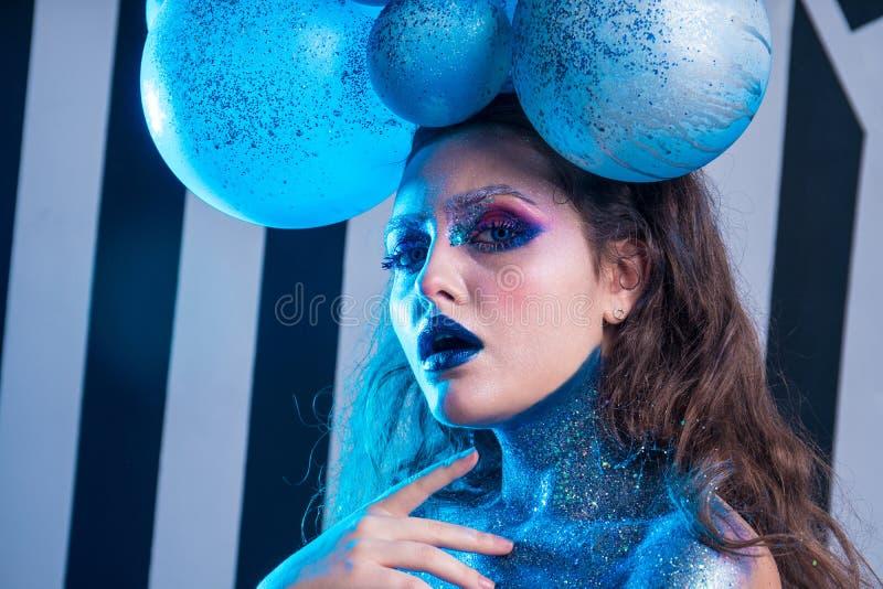 Ung attraktiv flicka i makeup royaltyfria bilder
