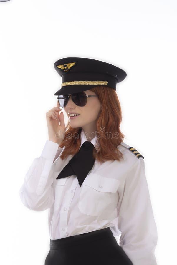 Ung attraktiv kvinnlig flygbolagpilot arkivfoton