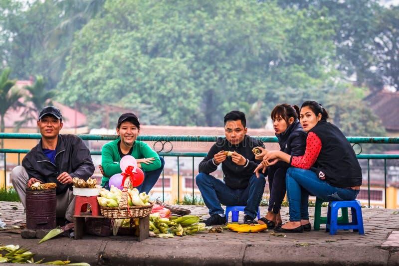 Ung befolkning i Hanoi, Vietnam arkivfoto