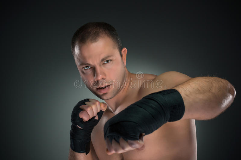 Ung boxareboxning royaltyfri bild