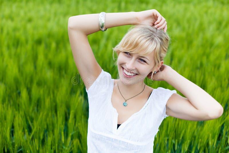 Ung Caucasian kvinna arkivfoton