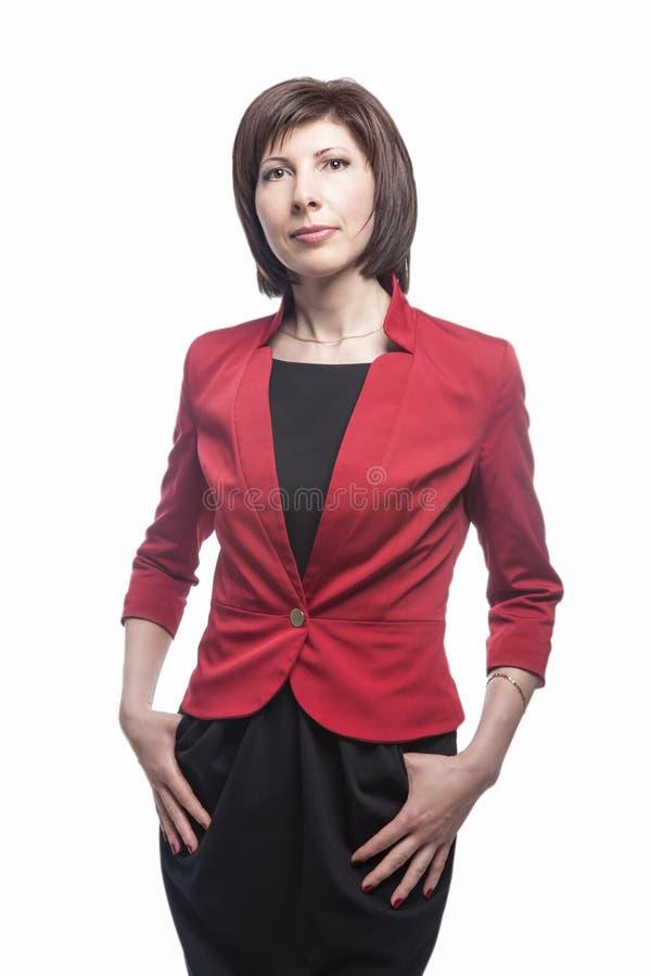 Ung Caucasian naturlig stående för affärskvinna Posera mot vit royaltyfria bilder