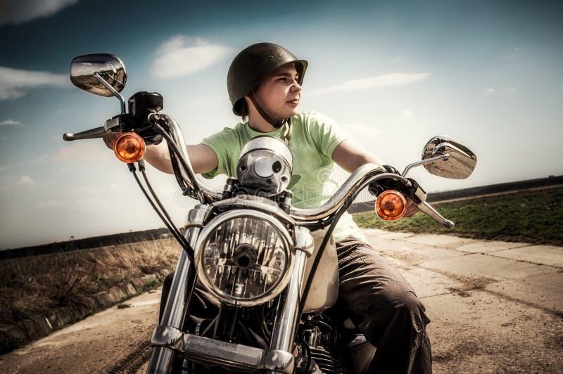 Ung cyklist royaltyfria foton