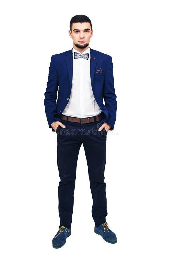 Ung elegant man i en blå dräkt, säker lyckad affärsman eller impressario royaltyfri bild