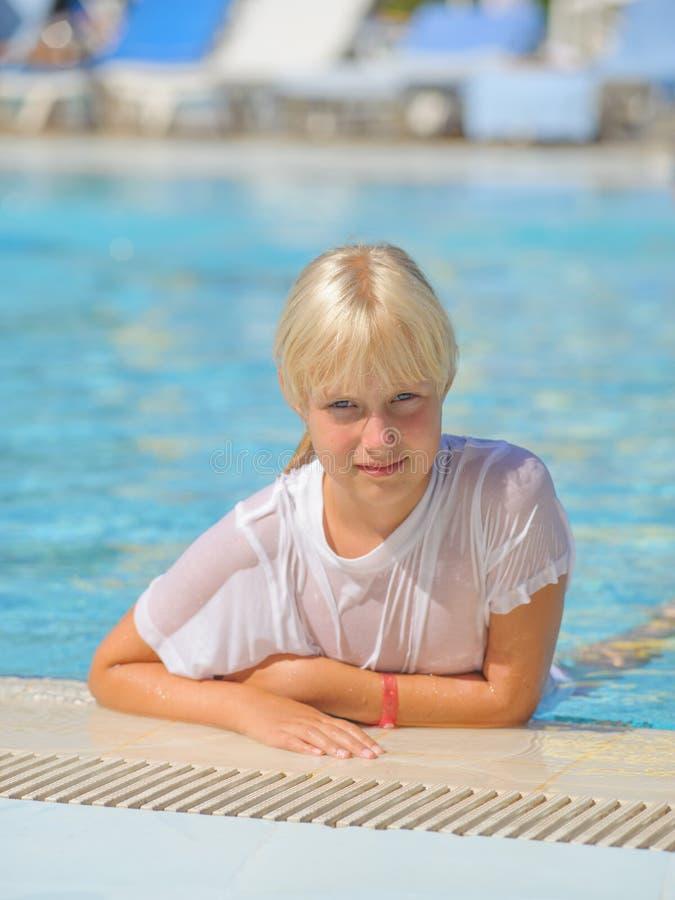 Ung flicka royaltyfria foton