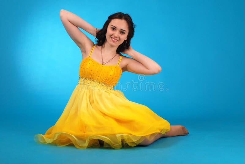 Ung flicka i balsalklänning fotografering för bildbyråer
