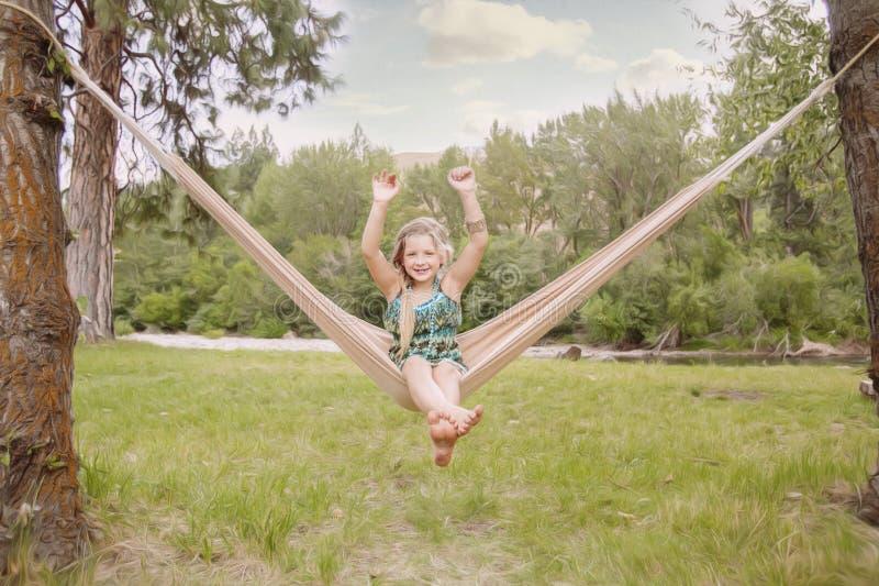 Ung flicka i en hängmatta royaltyfria bilder