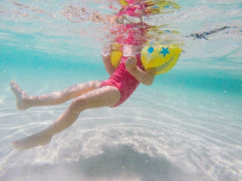 Ung flicka i floaters royaltyfria bilder