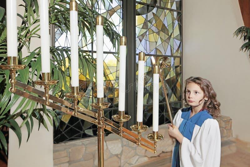 Ung flicka i kyrkan royaltyfria foton