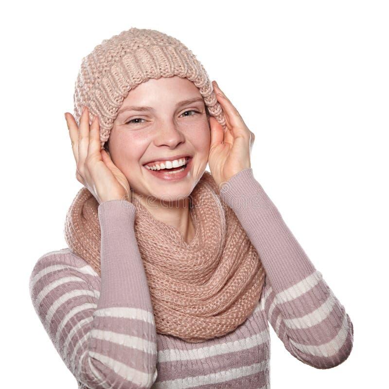 Ung flicka i vinterkläder på vit bakgrund arkivfoton