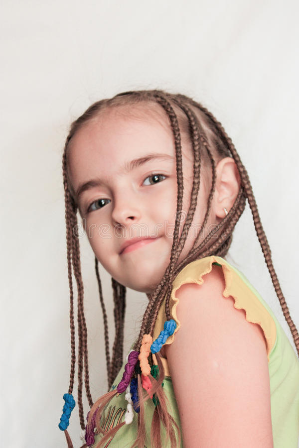 Ung flicka med dreadlocks arkivfoton