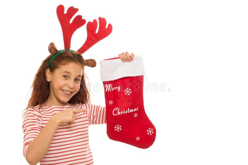 Ung flicka med en julstrumpa royaltyfria foton